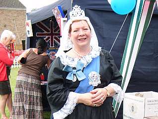 Queen  Victoria (Carole Findlay, our Membership Secretary)