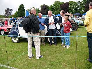 French 2CV driver wins award for his car